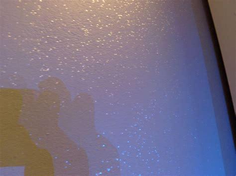 chambre mur gris peinture pailletée salle de bain