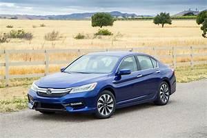 Honda Accord 2017 : 2017 honda accord hybrid gets more power improved efficiency automobile magazine ~ Melissatoandfro.com Idées de Décoration