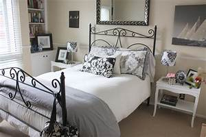 BALANCED STYLE: My Guest Bedroom