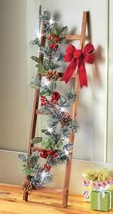 Echelle Decorative Casa : wood ladder w lighted pine boughs red ornaments ~ Teatrodelosmanantiales.com Idées de Décoration