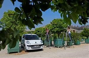Renault Versailles : renault makes a silent arrival at the chateau de versailles komarjohari ~ Gottalentnigeria.com Avis de Voitures