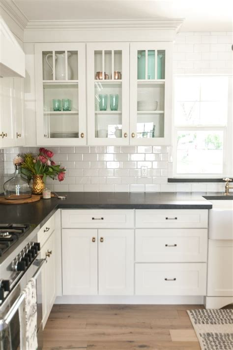 how to tile around kitchen cabinets white kitchen cabinets black countertops and white subway 8923