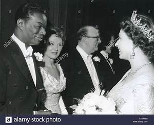 NAT KING COLE (1919-1965) US singer meets the Queen at the ...