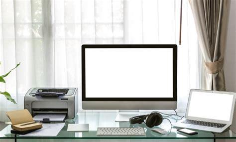 bureau des licences ordinateur ordinateur portable et une imprimante sur un