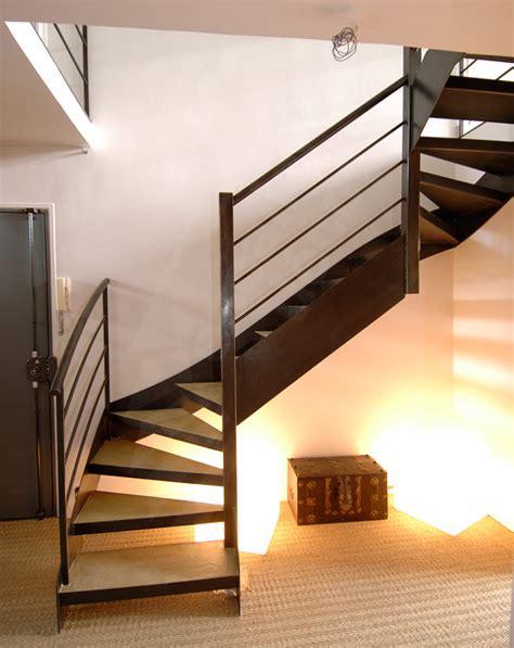 dt24 escalier en acier contemporain avec marches pour