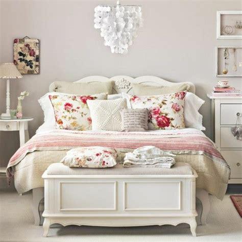chambre bois blanc 40 idées pour le bout de lit coffre en images