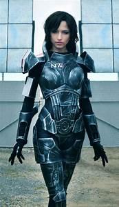 Amazing Mass Effect Female Shepard Cosplay Damn Cool
