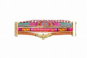 bracelet multicolore en perles et fils avec aigle With robe fourreau combiné avec bracelet hipanema blanc