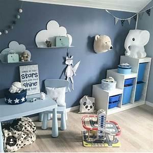 Gestaltung Kinderzimmer Junge : blaue wand im kinderzimmer kinderzimmer einrichten junge ~ A.2002-acura-tl-radio.info Haus und Dekorationen