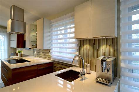 cuisine ouverte avec comptoir une cuisine moderne au centre d 39 une aire ouverte colobar