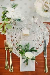 Sous Assiette Bois : 10 id es 100 r cup pour utiliser des napperons dans la d coration d 39 un mariage romantique ~ Teatrodelosmanantiales.com Idées de Décoration