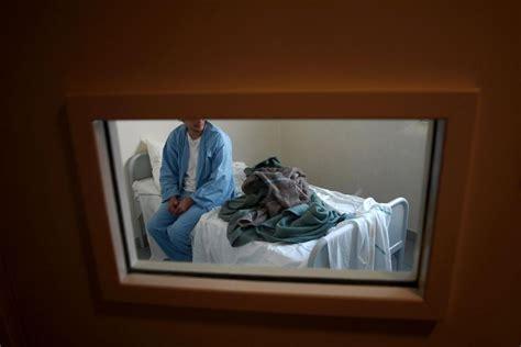 chambre isolement psychiatrie on assiste à une forte dérive de la psychiatrie libération