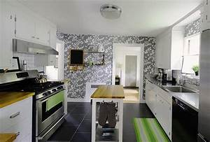 White kitchen cabinets and modern wallpaper ideas for for Kitchen colors with white cabinets with papier photo polaroid