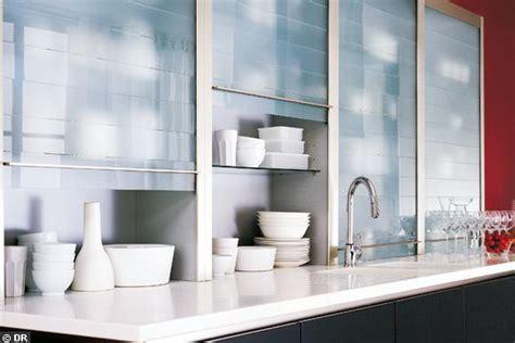 verre pour porte de cuisine meuble cuisine avec porte coulissante cuisine en sous pente ne perdez pas de place armoire