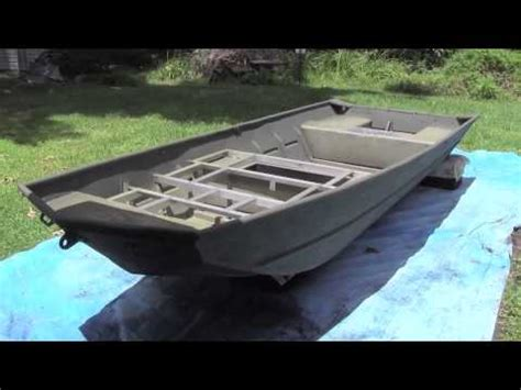 Aluminum Jon Boat Spray Paint by 14 Lowe Jon Boat Painting Part 4 Paint The Boat D