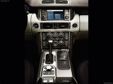 Land Rover Range Rover (2010) - picture 37 of 40