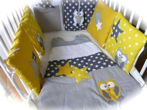 tour des chambres tour de lit chouettes et étoiles jaune et gris bébé