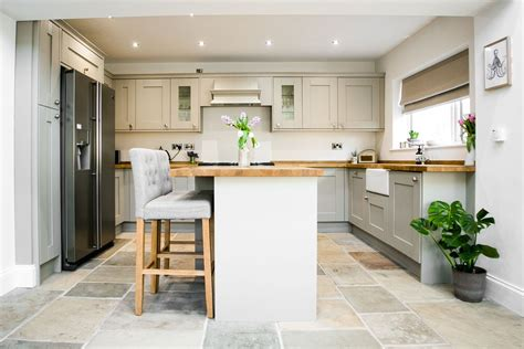 green shaker style kitchen s shaker kitchen rock my style uk daily 4039