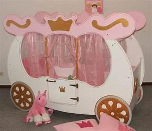 Lit Fille Original : le lit carrosse nous rappelle la magie de l 39 enfance ~ Teatrodelosmanantiales.com Idées de Décoration