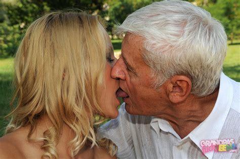 Teen Kissing Old - Mom Has Tits
