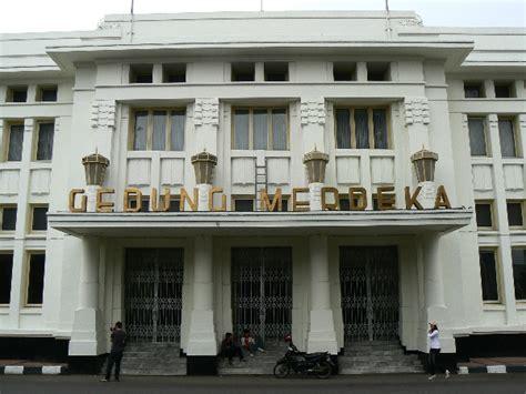 gedung merdeka wikipedia