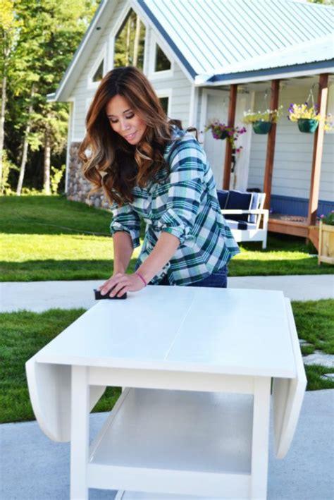 comment repeindre un bureau en bois comment repeindre un meuble une nouvelle apparence