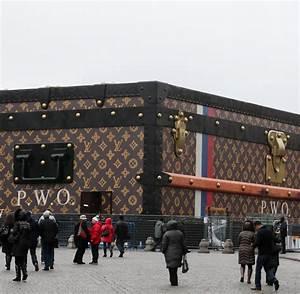 Louis Vuitton Reisekoffer : louis vuitton riesen koffer auf dem roten platz sorgt f r rger welt ~ Buech-reservation.com Haus und Dekorationen