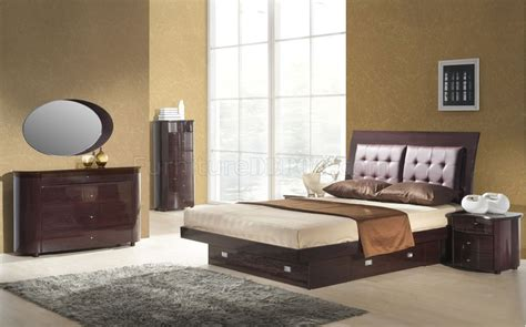 Wenge Finish Contemporary Bedroom With Bottom Drawer Bed