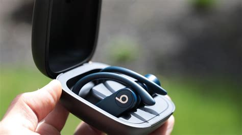 beats powerbeats pro  airpods  features  sound