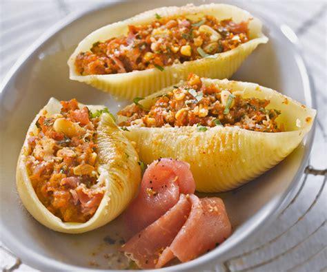 conchiglionis farcis au jambon cru tomates s 233 ch 233 es pignon et basilic recette p 226 tes farcies