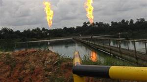 Nigerian Militants Blow Up Shell Oil Export Pipeline