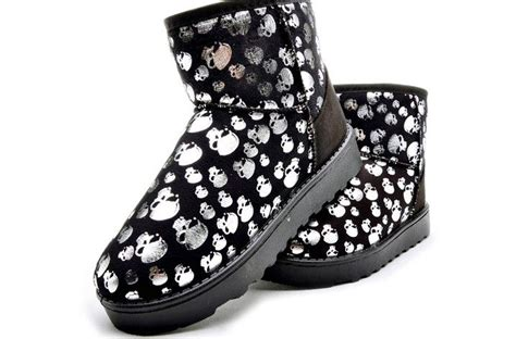 รองเท้าหัวกระโหลก สีดำ