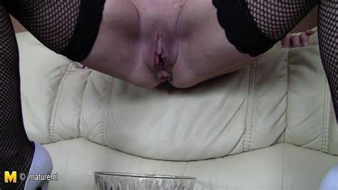 Old Blonde Mature Slut Mom Loves To Take A Tinkle Porn Bb