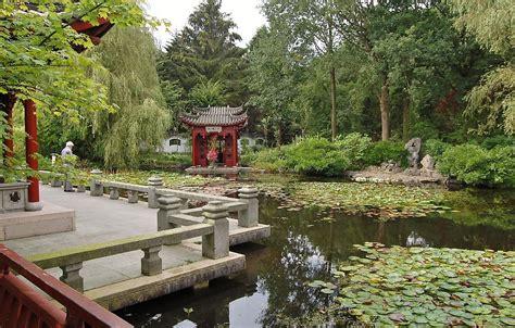 Botanischer Garten Groningen hortus haren haren het tuinpad op in nachbars garten