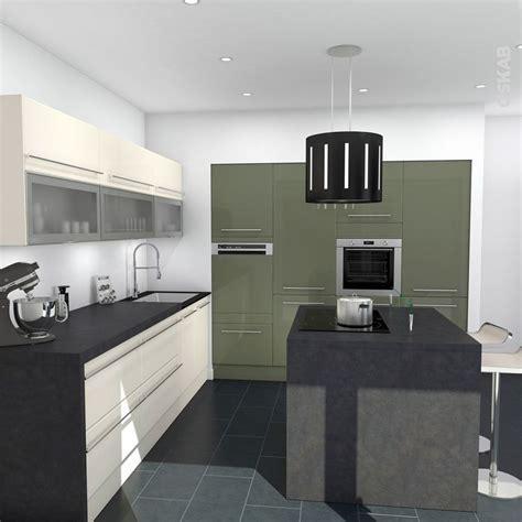 cap cuisine en 1 an cuisine verte et ivoire aux lignes design plan de travail d 233 cor b 233 ton gris 238 lot central de