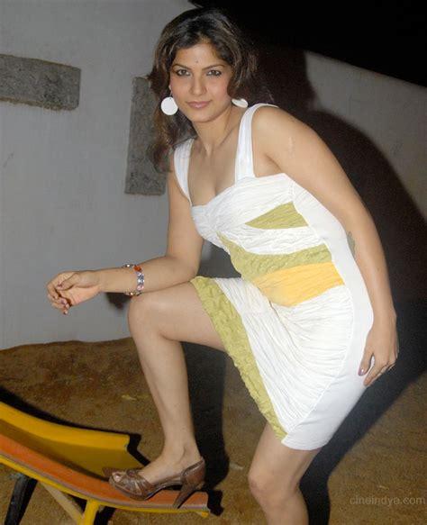 Sexy Actress Gallery Tharika Hot Fresh Gallery