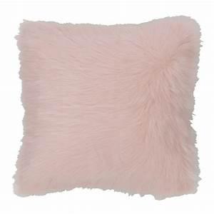 Coussin fausse fourrure rose 45 x 45 cm OUMKA Maisons du Monde