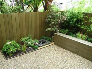 Small backyard landscaping ideas for privacy the garden for Landscape ideas for backyard