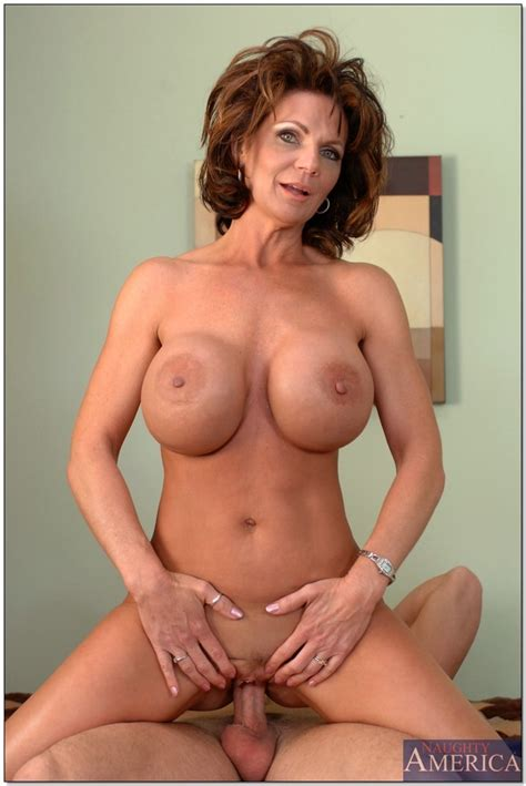 older woman with a hot body rides a hard cock pichunter