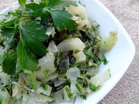 cuisiner blettes feuilles recette de la salade de blettes aux herbes