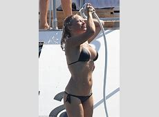 Pamela Anderson flaunts toned figure in France Daily