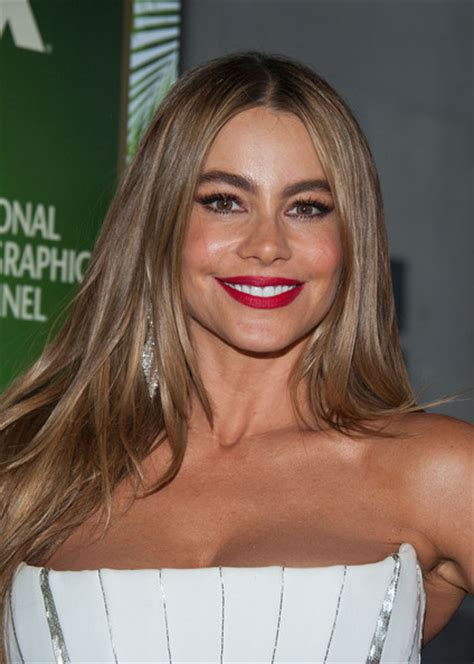 emmys  hairstyle makeup sofia vergara rouge