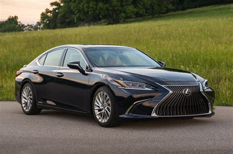 lexus es  launched  rs  lakh autocar india
