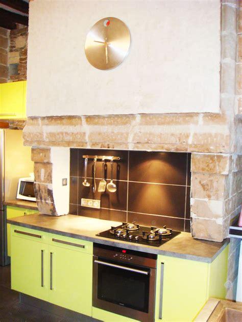 chemin馥 cuisine ancienne rnovation chemine ancienne simple cheminee classique