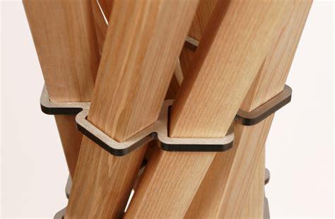 garderobenständer holz massiv garderobenst 228 nder aus holz massiv und edelstahl moderne garderobe farbe esche natur 216 65 cm