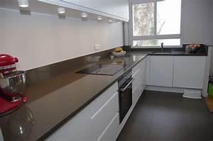 plan de travail cuisine en quartz gros plan du0027un With plan de travail de cuisine en quartz