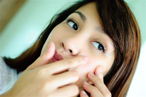 The Best Way To Treat Hormonal Acne Reduce Acne Scars On