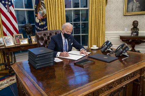 oval office   slight makeover  president biden