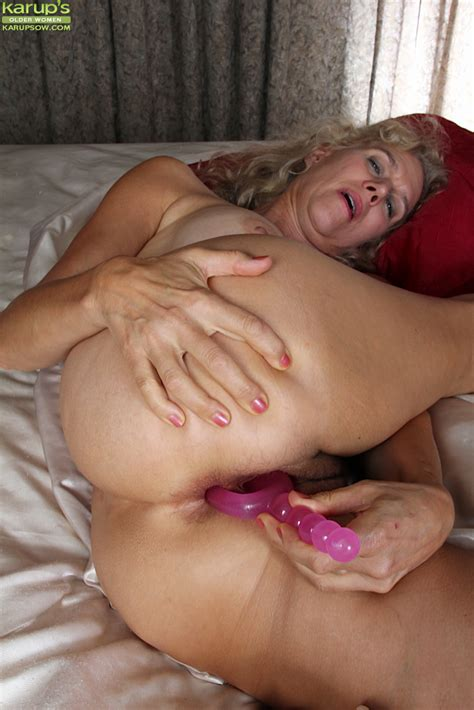 Real Amateur Mature Dildo