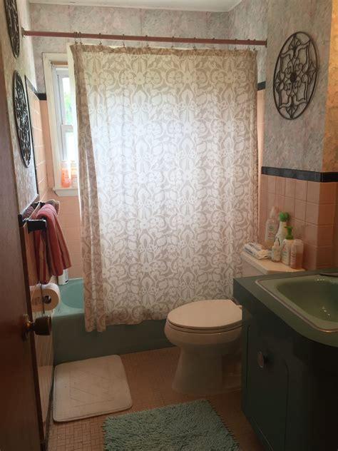 easy   update  retro bathroom   remodel